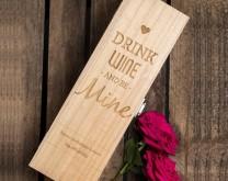 Sretno godišnjica - Drvena kutija za vino izgravirana s porukom po želji
