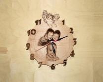 Anđeo za sva vremena - Drveni zidni sat izgraviran sa Vašom slikom i porukom
