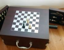Šah mat- Kovčeg za 6 boca vina, set za otvaranje vina i šah